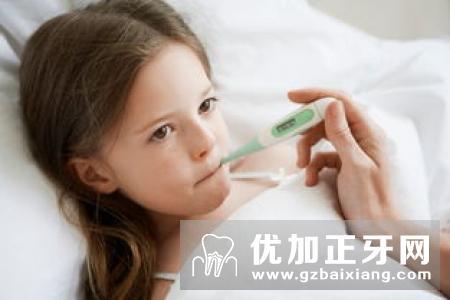 勤刷牙漱口防气管炎和肺炎